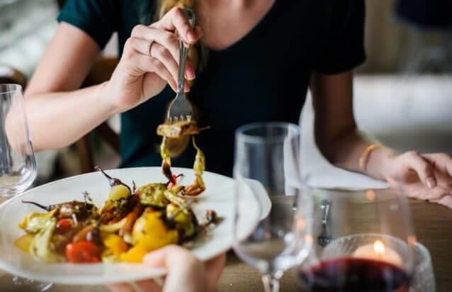 食事デート中に脈ありかどうかを確認する方法