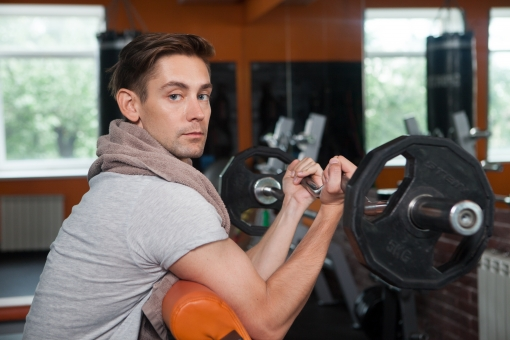 つまり速筋を働かせる運動=筋トレが必要。