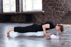 筋肉痛の時、筋トレは続けるべきか?