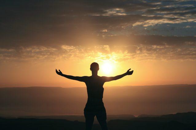 瞑想の具体的やり方は?youtube見ながらできる?