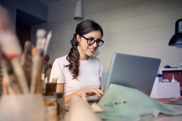 職場の女性が出す脈ありサインの見極め方11選
