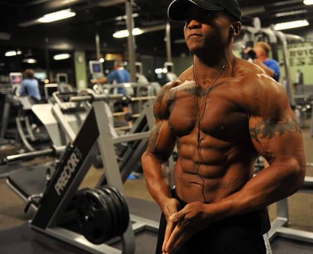 腕の筋肉を鍛えるメリットと自宅でできる自重筋トレメニュー10選