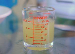 レモン汁(50cc)もしくは、クエン酸