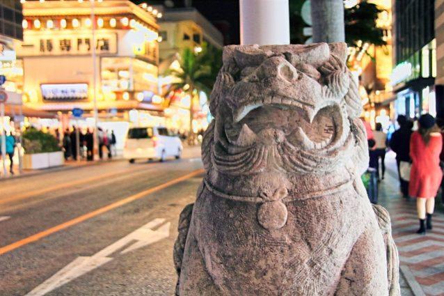 セブンイレブンと提携する沖縄県の地場企業はどこ?
